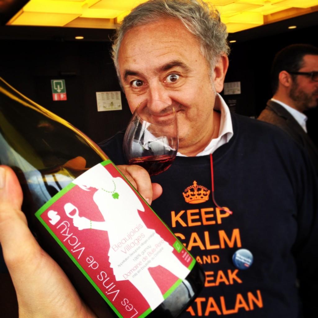 Ivo Pagès, vigneron catalan, n'a pas pu s'empêcher de gouter le beaujolais-nouveau ! Au Brussels Wine Market ce samedi.